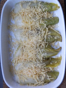 Zelfgesteelde witlof met kaas
